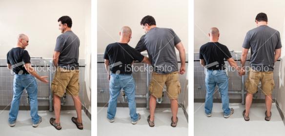 Surpresa no banheiro masculino